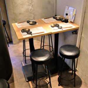 お席・店内_Highchair4_hanatare-headoffice-1