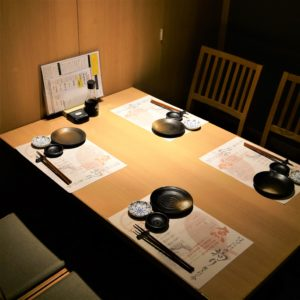 お席・店内_Room4ppl_hanatare-headoffice